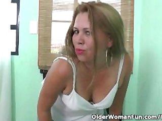 Latina milf Cintia strips off and..