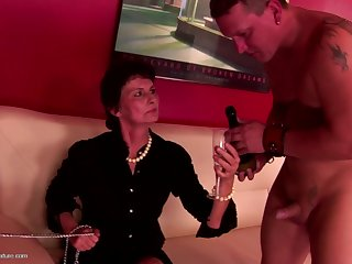 Kinky grandma fucked by youngs and eat..
