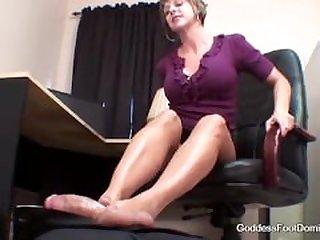Brianna`s Sexy footjob