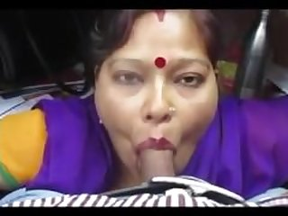 desi aunty giving blowjob and deepthroat..
