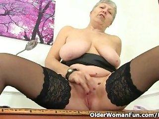 British granny Savana still loves a hot..