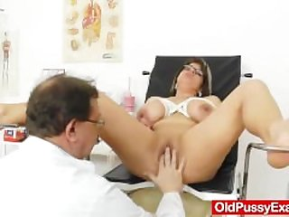 Huge natural melon size tits at obgyn doc
