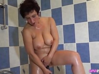 Faith loves when granny eats her pussy