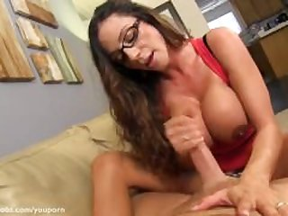 Ariella Ferrera knows how to treat an..