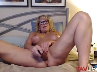 Fuck my muscular busty old body!
