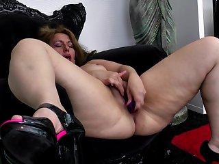 Amateur queen mother needs a good fuck