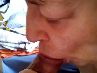 Oma Silvia schluckt ...