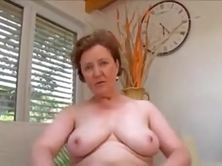 Showing her hairy pie
