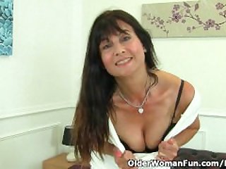 British milf Lelani loves stuffing her..