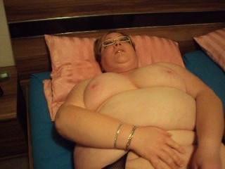 Sexy Fat Mama Masturbating On Bed