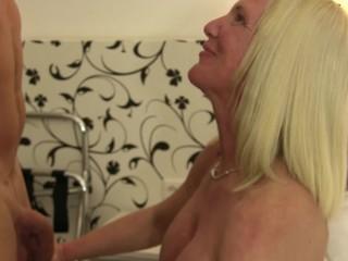 XXX Omas - German amateur sex with big..