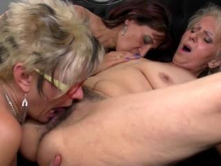 Posh mature mom fucks two mature lesbians