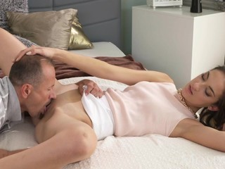 MOM Slim elegant beauty gets orgasmic..