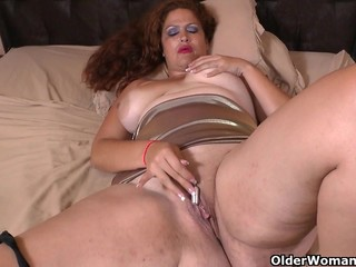 Latina milf Sandra needs relaxing after..