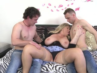 Mature busty moms and grannies fuck..
