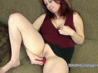 Redhead MILF Lia Shayde uses a dong to..